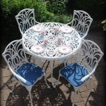 Leisuregrow Norfolk White 100cm Round 4 Seater Dining set
